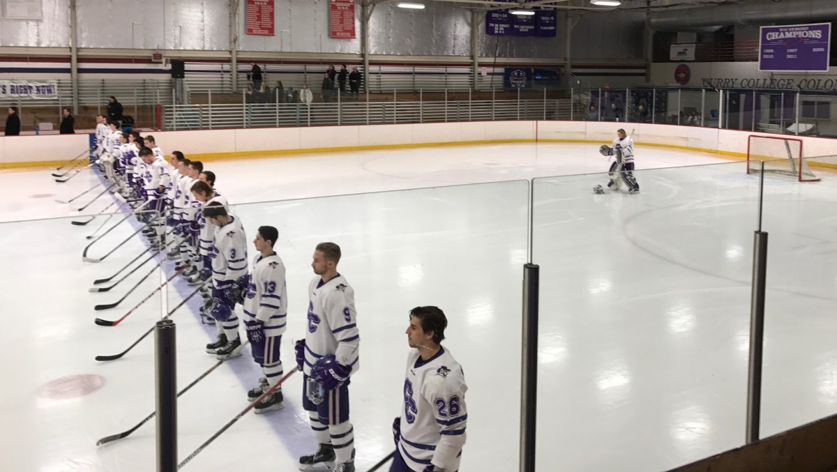 Men's hockey picks up 13th win with 3-2 decision over conference foeUNE